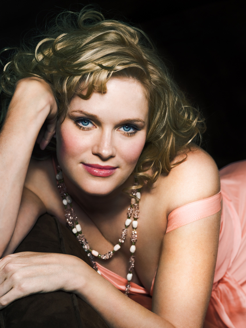 Nicholle Tom Portrait by commercial celebrity entertainment photographer Michael Grecco